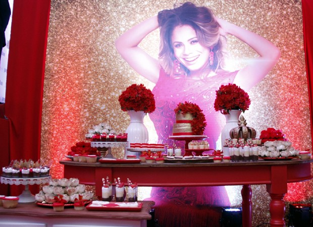 Mesa de doces na coroação de Lexa (Foto: Marcos Ferreira / Brazil News)