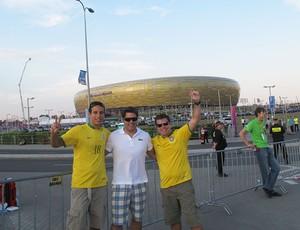 Brasileiros chegam para ver o jogo - Espanha X Croácia (Foto: Victor Canedo / Globoesporte.com)