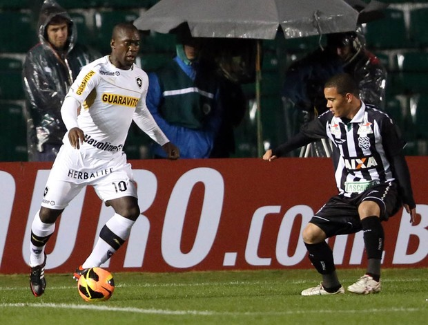 Seedorf, Figueirense x Botafogo (Foto: Cristiano Andujar/Vipcomm)