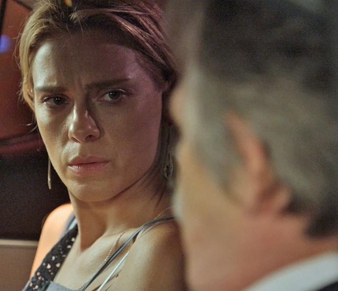 """Lara recebe ameaça de Gibson: """"Vai embora. Ou você vai se arrepender"""" (Foto: TV Globo)"""