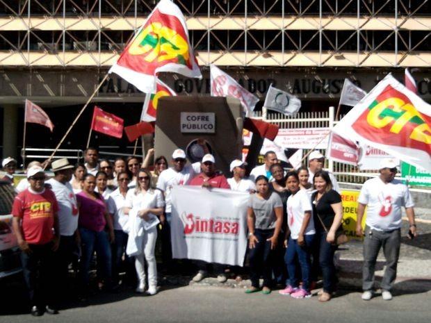 Trabalhadores ameaçam fazer greve por três dias caso não sejam atendidos (Foto: Tássio Andrade/G1)