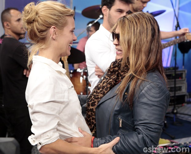No reencontro, as duas se cumprimentaram com muita animação (Foto: Felipe Monteiro / TV Globo)