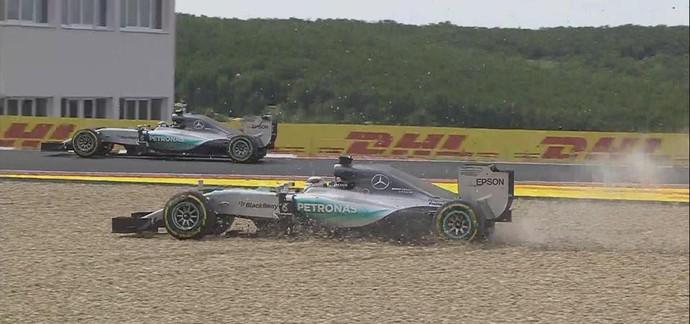 Lewis Hamilton sai da pista após tentar se recuperar de largada ruim no GP da Hungria (Foto: Reprodução)
