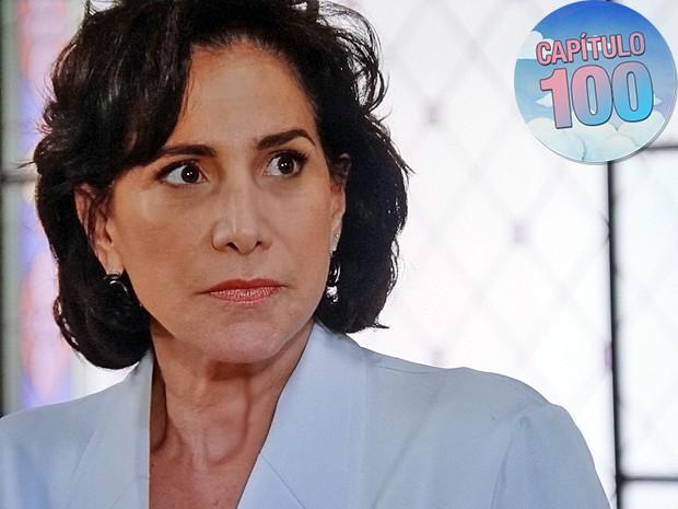 Adriana fica tensa ao ver que o seu segredo está nas mãos de Fernando (Foto: TV Globo)