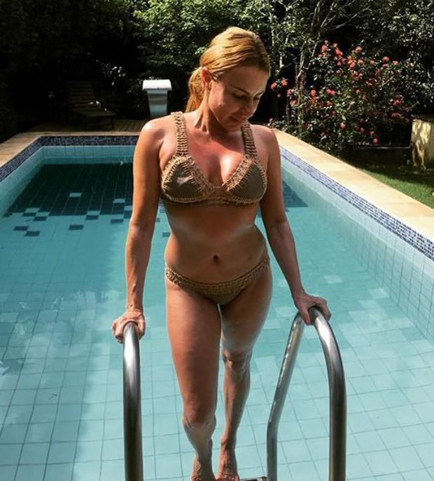 Marilene Saade ebanjando boa forma aos 49 anos (Foto: Reprodução/Instagram)