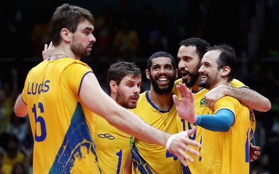 A seleção brasileira de vôlei no Maracanãzinho. O Brasil conquista o terceiro ouro de sua história na modalidade (Foto: Getty Images)