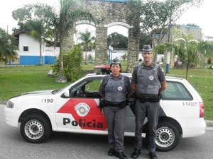 Policiais da Patrulha Doméstica, em Miracatu (Foto: Divulgação/Polícia Militar)