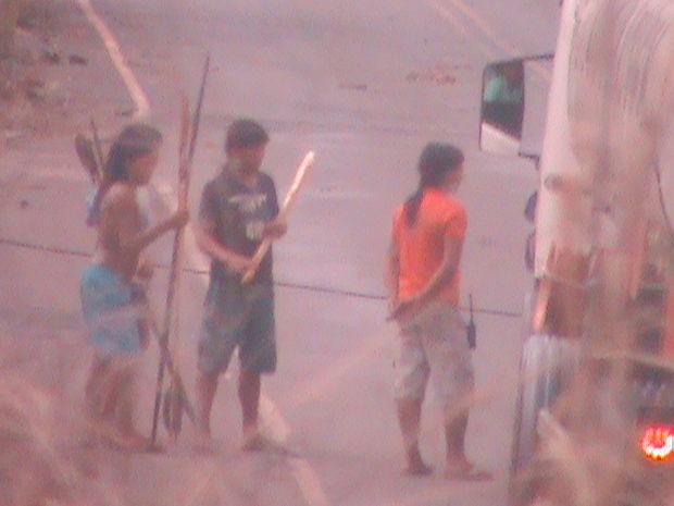 Índios bloqueiam a MT- 170 desde o dia 1º de outubro. (Foto: PM/Juína (MT))