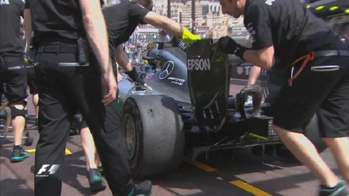 Pneu furado de Nico Rosberg no treino livre em Mônaco (Foto: Divulgação)