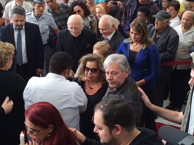 Angela Maria chega ao velório de Cauby Peixoto em SP (Foto: Cauê Muraro/G1)