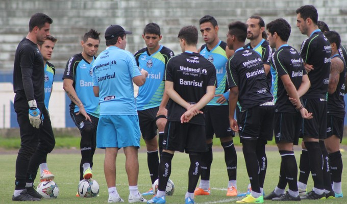 Enderson monta time para pegar o Nacional-URU (Foto: Diego Guichard)