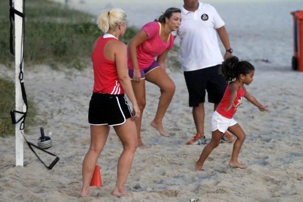 Samara Felippo e as filhas, Lara e Alicia (Foto: Marcos Ferreira / photo rio news)