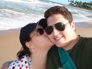 Gisele e Helton Tavares na Bahia; ela o convenceu a ir para a praia ao menos na lua-de-mel (Foto: Arquivo Pessoal/Gisele Tavares)