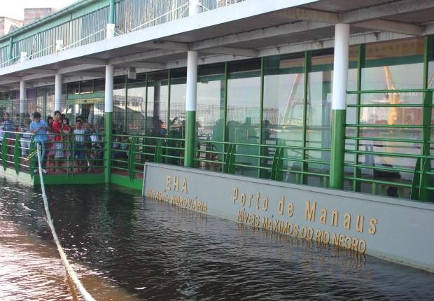 Nível do Rio Negro bateu cheia histórica em 2009 (Foto: Carlos Eduardo Matos/G1)