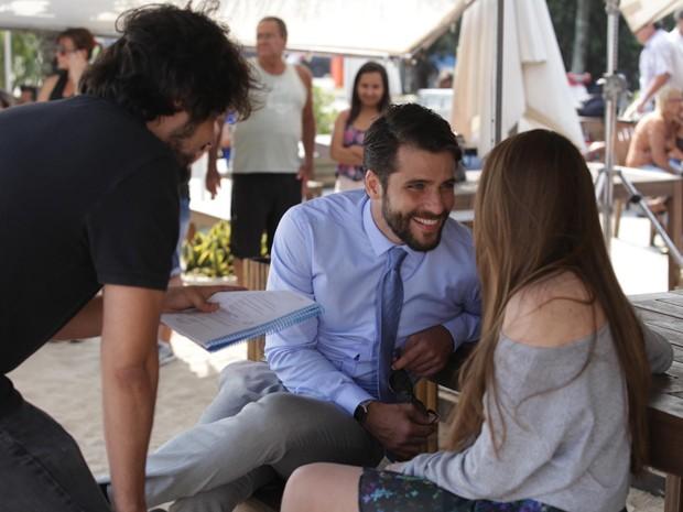 Muito simpático, Bruno faz questão de deixar Brenda à vontade (Foto: Pedro Curi / TV Globo)
