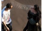 Jornal mostra Kristen Stewart com olhar apaixonado para diretor em filme