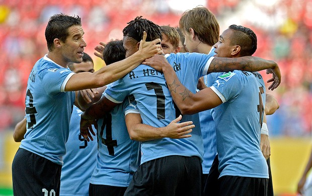 Abel Hernandez gol Uruguai jogo Taiti (Foto: AFP)