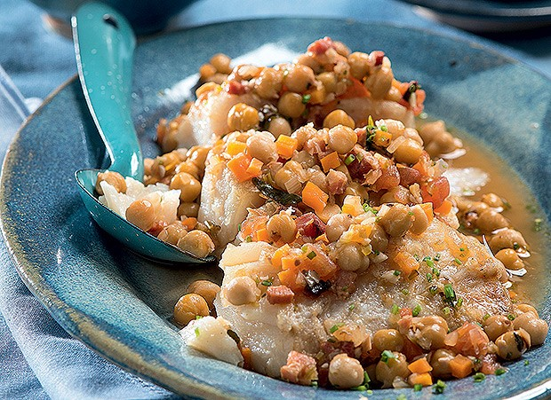 Bacalhau com ragu de grão-de-bico (Foto: Iara Venanzi/Casa e Comida)