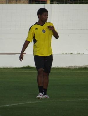 Basílio, volante do ABC (Foto: Tiago Menezes)