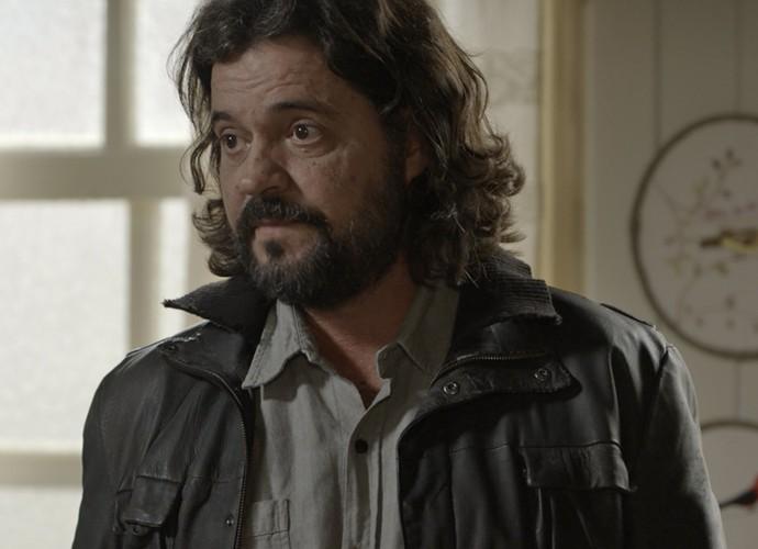 Bernardo diz a Bento que eles são irmãos  (Foto: TV Globo)