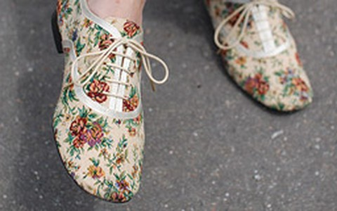 Tendência: sapatos com estampas florais