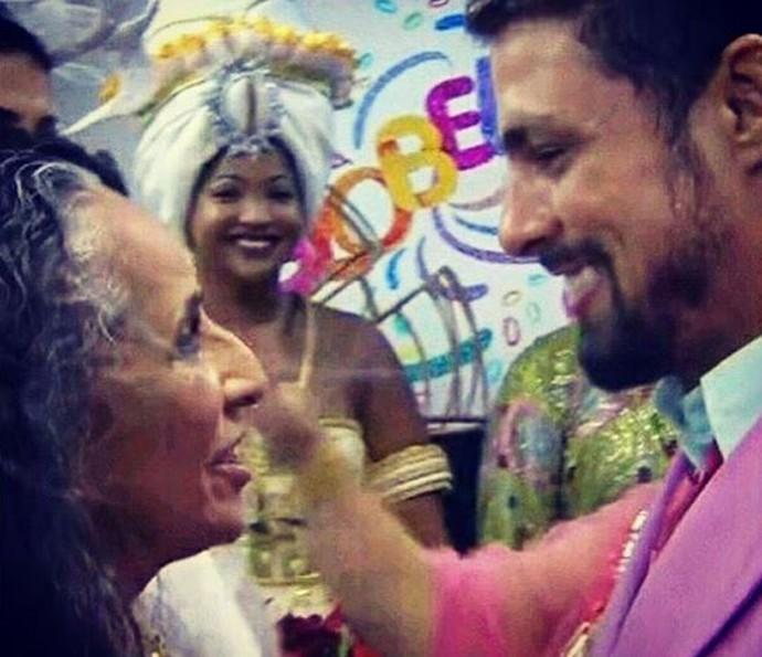 Cauã Reymond celebra homenagem a Maria Bethânia durante desfile de Carnaval (Foto: Reprodução/ Arquivo Pessoal)