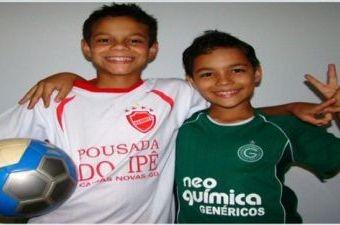 Torcedores de Goiás e Vila participam da campanha 'Paz no futebol' (Foto: Reprodução/TV Anhanguera)