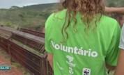 Voluntários trabalham no Parque Nacional de Chapada dos Guimarães