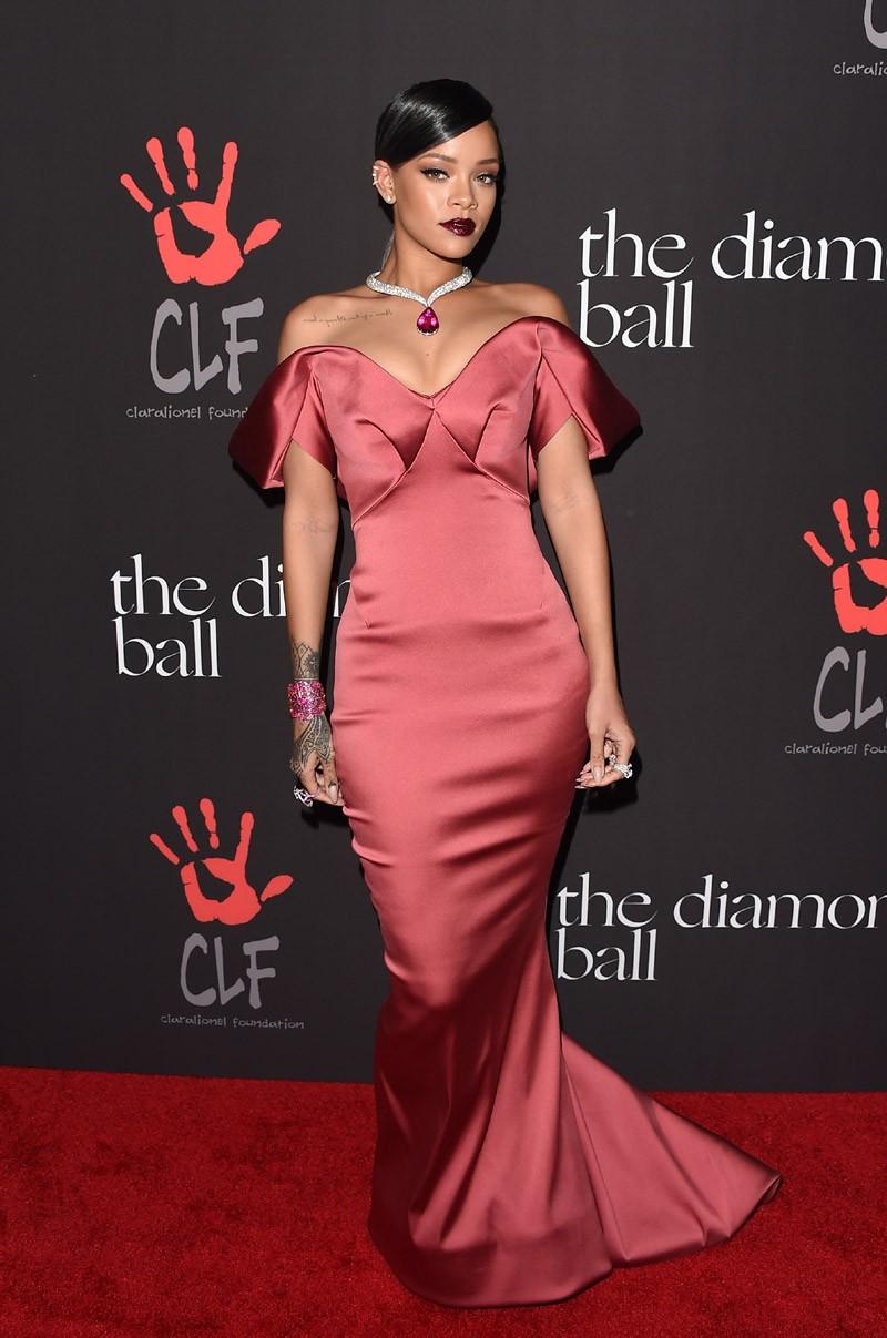 Versão glam: no gala de sua fundação, em 2014 (Foto: Getty Images)