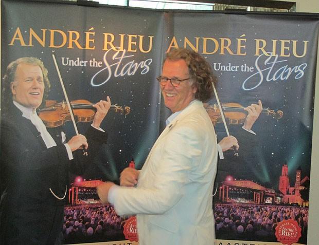 O violinista e maestro holandês André Rieu em coletiva de imprensa em SP, na véspera da abertura de sua turnê de 22 shows no Ginásio do Ibirapuera (Foto: Cauê Muraro/G1)
