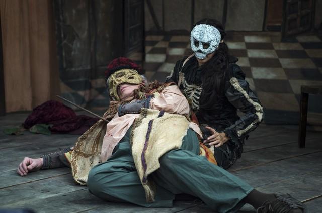Augusto (Marco Nanini) sofre um atentado em 'Deus salve o rei' (Foto: Rede Globo / Estevam Avellar)