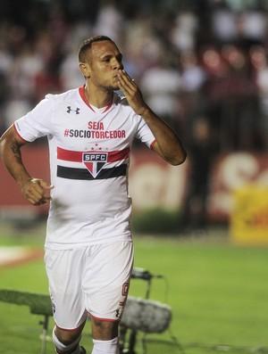 São Paulo x Vasco Luis Fabiano comemora