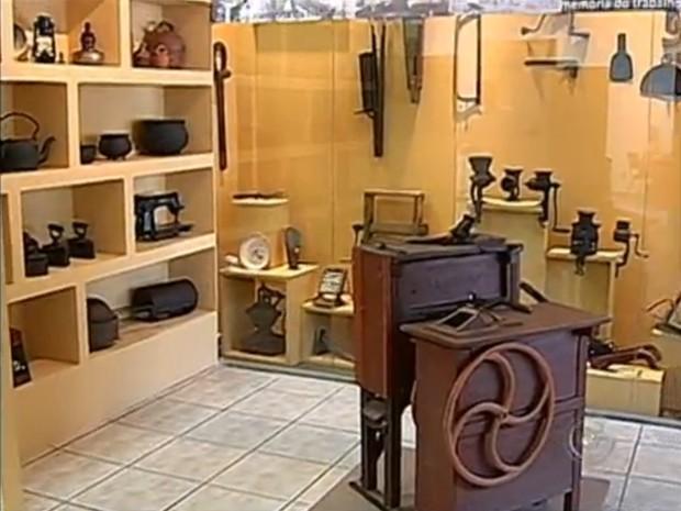 O museu contra a história da cidade por meio de objetos e depoimento de moradores. (Foto: Reprodução/Tv Tem)