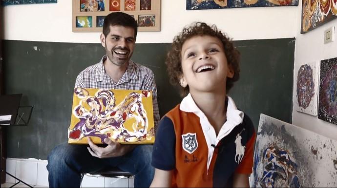 O repórter Daniel Perondi e Aaron Barrios, em Artur Nogueira (SP) (Foto: reprodução EPTV)