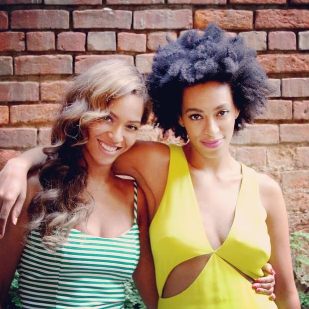 Beyoncé e Solange Knowles (Foto: Site Oficial / Reprodução)