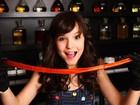 Larissa Manoela, de 'Carrossel', aprende a fazer pirulitos para o Dia das Crianças