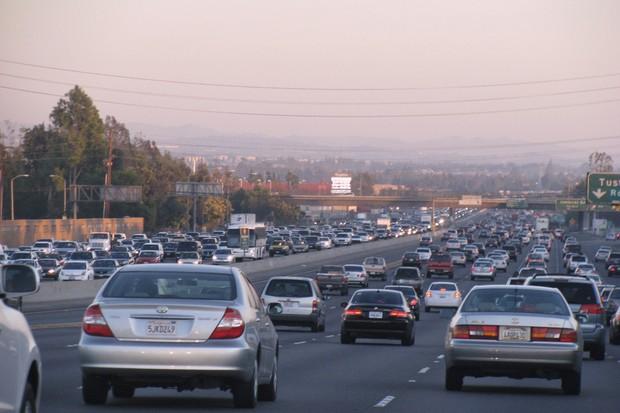 Trânsito no sul da Califórnia' (Foto: Reprodução)