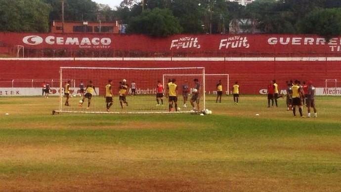 Vila Nova - treino (Foto: Victor Andrade / TV Anhanguera)