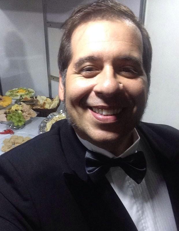 Leandro Hassum faz selfie todo elegante (Foto: Gshow)