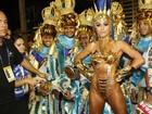 Sabrina Sato usa fantasia superousada em desfile da Vila Isabel