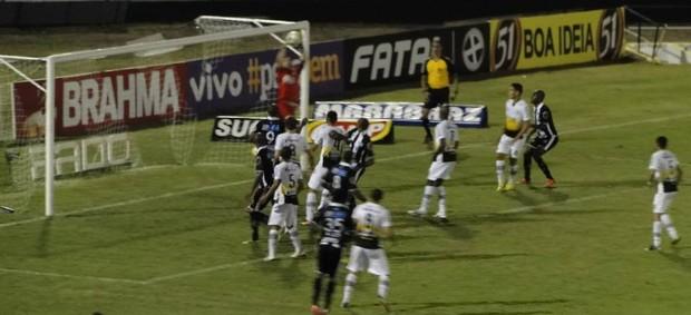 Lance de Comercial x São Bernardo, Paulistão 2014 (Foto: Gabriel Lopes / Comercial FC)