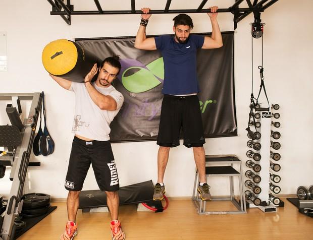 Munhoz e Mariano na academia (Foto: Iwi Onodera / EGO)
