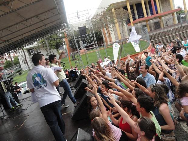 RPC TV na Praça Francisco Beltrão (Foto: Divulgação/RPC TV)