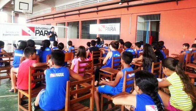 Lyoto participou de palestra com crianças da Fundação Pro Paz (Foto: Instagram oficial de Lyoto Machida)