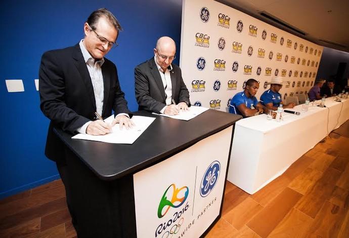 Assinatura patrocínio GE canoagem Rio 2016 (Foto: Rodrigo Dionísio/Divulgação)