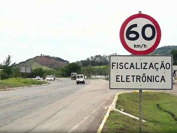 Radares começam a multar na MG-290 a partir desta terça-feira (18) entre Jacutinga e Inconfidentes (Foto: Reprodução EPTV/Edson de Oliveira)
