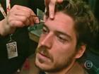 Marco Pigossi mostra kit de caracterização em Diário de Gravação