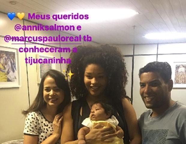 Juliana Alves leva filha para conhecer integrantes da União da Tijuca (Foto: Reprodução)