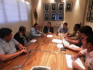 Reunião entre prefeitura de Macapá e guardas municipais foi mediada pelo MP (Foto: Abinoan Santiago/G1)