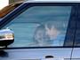 Jennifer Garner é fotograda em clima de intimidade em carro